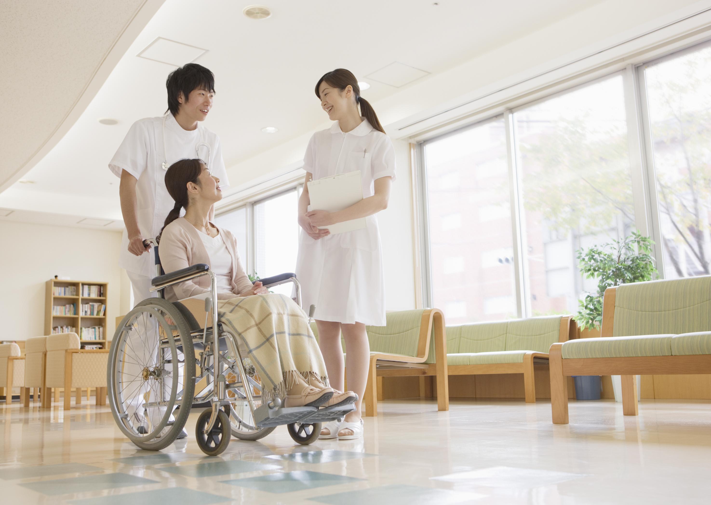 看護師と利用者・家族